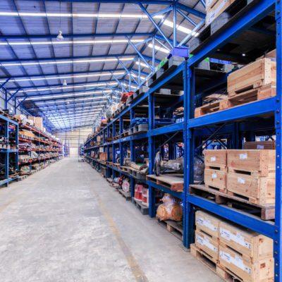 Logistiek en magazijn met barcode en label
